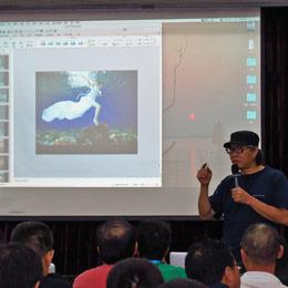 著名摄影家、哈苏大师谢墨老师为学员讲述人像摄像摄影经验