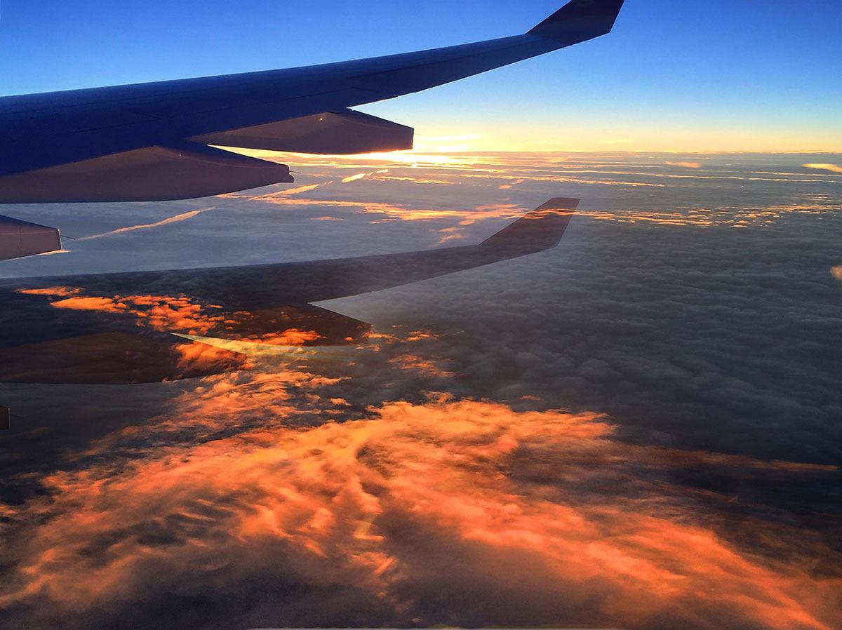 day 1:从北京到乌兰浩特,从城市到草原   当飞机快速爬升上三万英尺