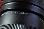 ���a中一光�W�⑼瞥�135mmf1.4超大光圈�R�^