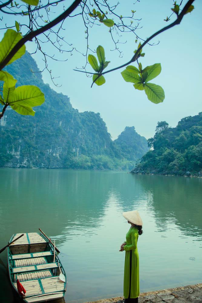三谷河畔(宁平省)-黄永锦